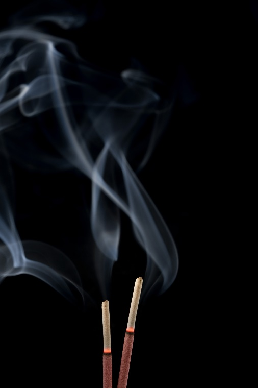 DID YOU KNOW THAT BURNING INCENSE HAS HEALTH BENEFITS?