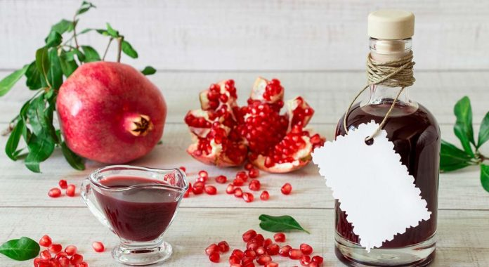 7 Amazing Benefits Of The Super Food Pomegranate