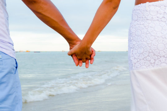 Holding Hands Can Sync Brainwaves, Ease Pain