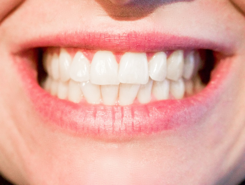 Can a cracked teeth heel on its own?