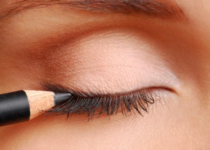 Can Eye Makeup Cause Eye Problems?